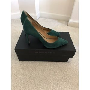 Banana Republic heels. Green suede. Sz 6. New!